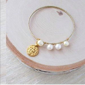 Cross and Freshwater Pearl Bangle